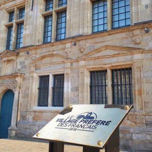 Devant le Musée de Flandre - Cassel, Village Préféré des Français 2018